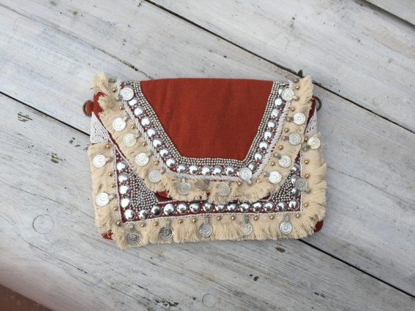 Handmade Boho Clutch , Bohemian Tasje met muntjes Rood.