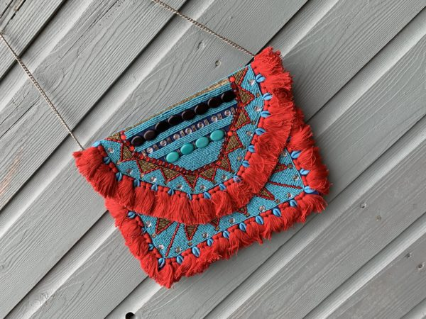 Handmade Boho Cutch met kralen.