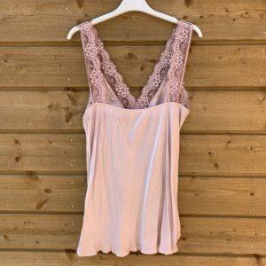 Jessie top met kant –licht rose kleur.