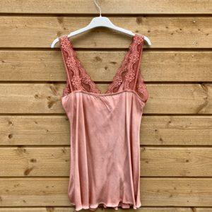 Jessie top met kant –roest kleur.