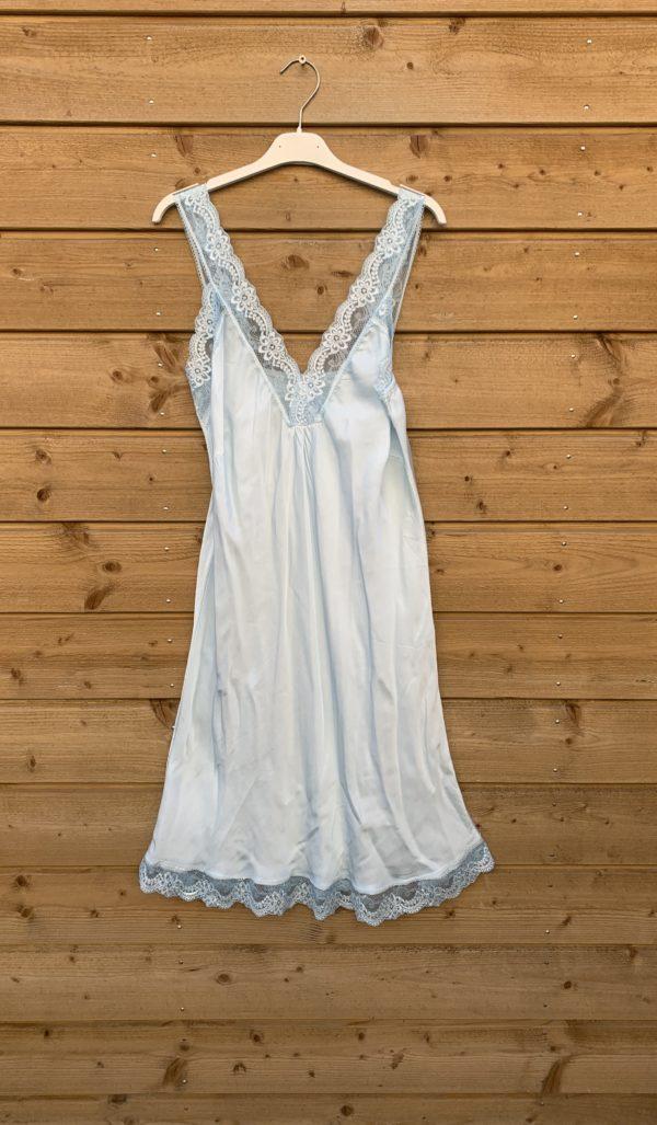 Jessie lange top met kant –licht blauw kleur.