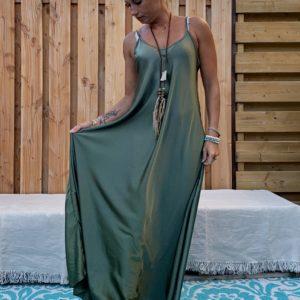 Maxi lange jurk -Satijnen look - leger groen kleur- one size.