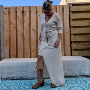 Maxi Gebreide wikkel jurk met lange mouwen – beige – one size.