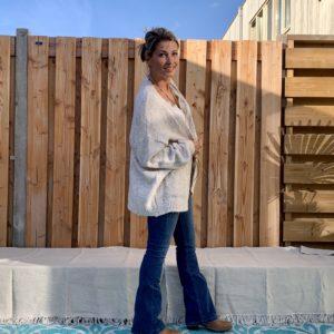 Fijn Gebreid kort dames vest, crème kleur- one size.