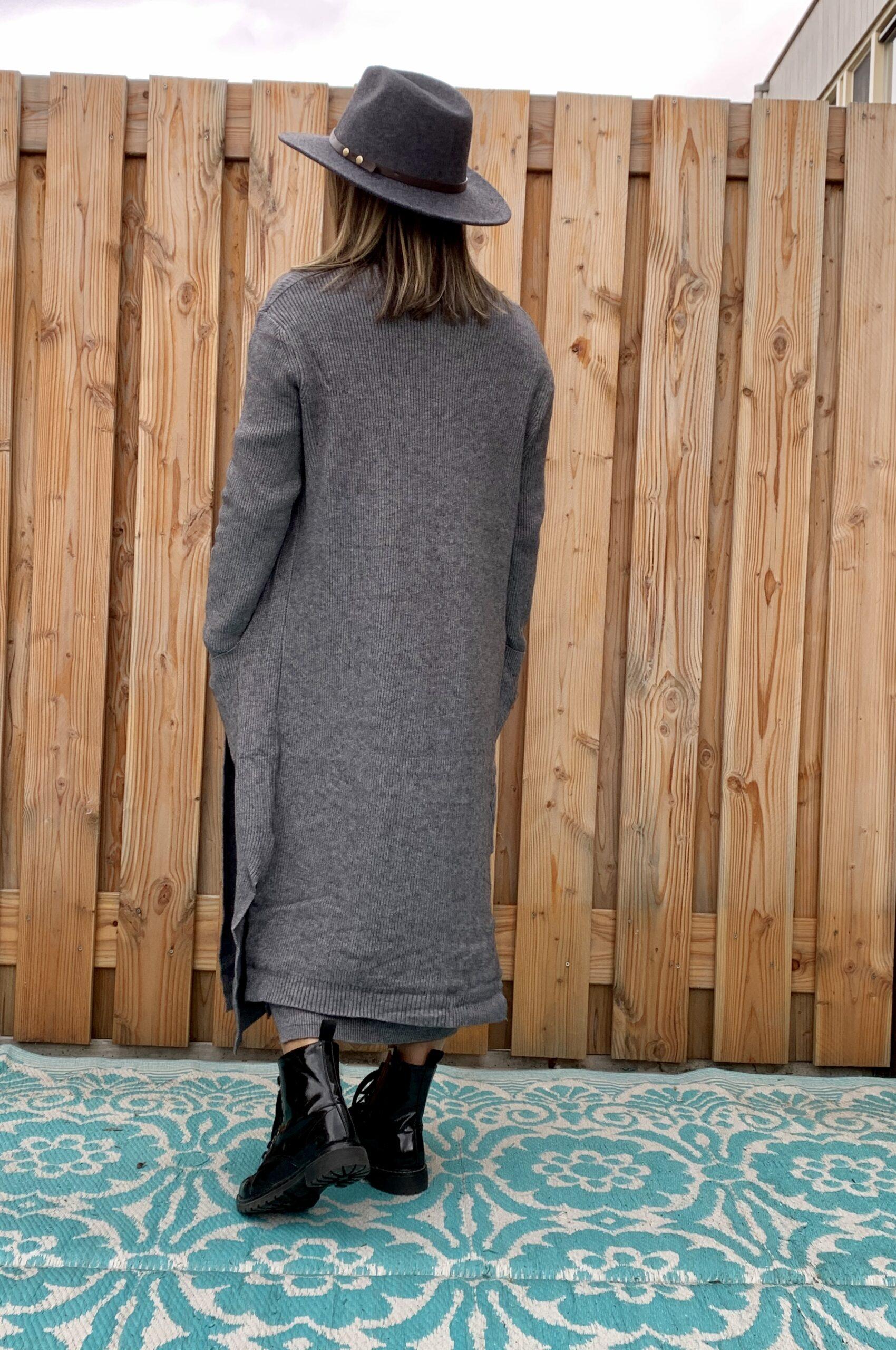 Dames Hoed -donker grijs kleur -one size.