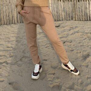 Milou fijne gebreid Jogger broek - camel kleur.
