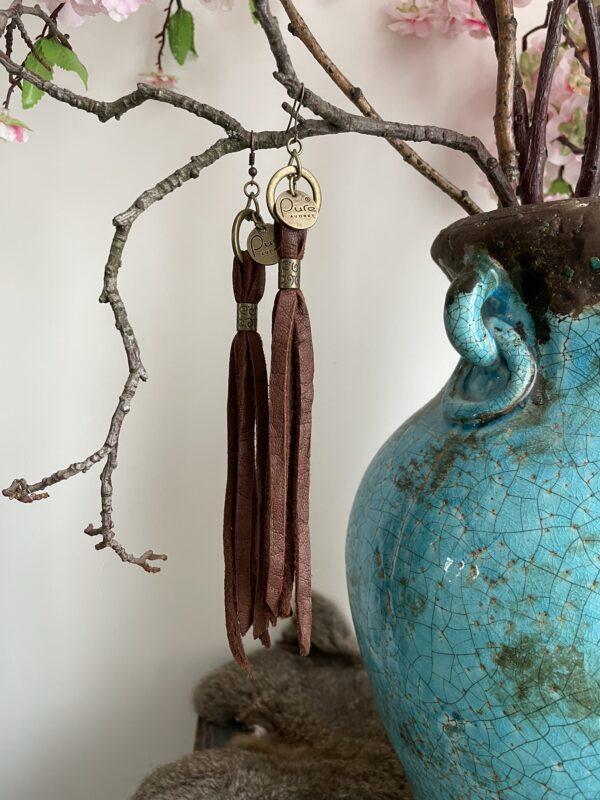 Oorbellen Manon- bruin kleur.