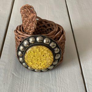 Marokkaanse Boho Riem Cognac kleur met gele steen.