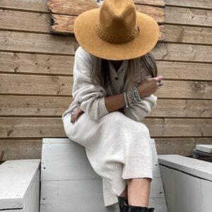 Cowboy Suède look hoed gevlochten detail- beige kleur.