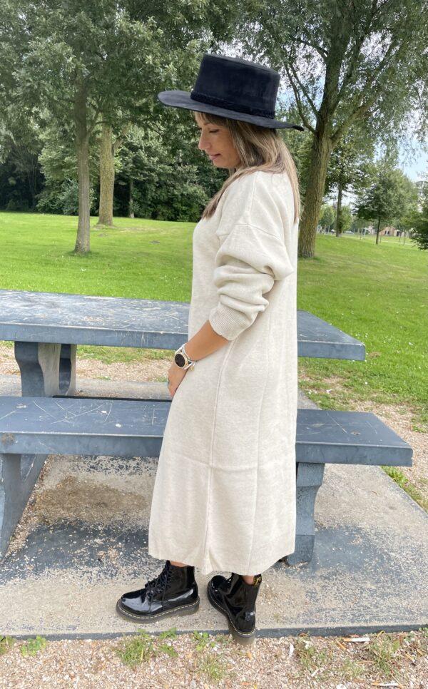 Lucie lange trui jurk een maat off white kleur.