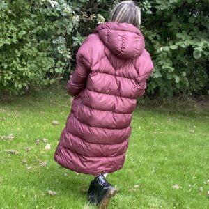 Nina lange gevoerde jas een maat - bordeaux rood kleur.