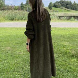 Gigi lange fijn gebreid vest een maat army groen kleur.